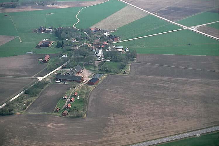 LH 1995. Flygfoto över Longs by